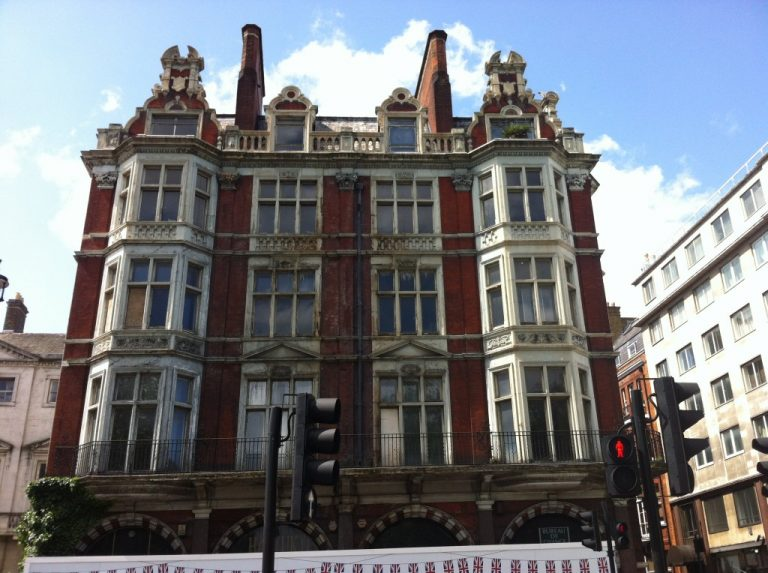 90 Piccadilly, Hugh Walpole's London flat.